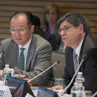 April 18, 2013 - Washington DC., 2013 World Bank / IMF Spring Meetings. World Bank Group President Jim Yong Kim and U.S. Treasury Secretary Jack Lew. Photo by Ryan Rayburn/World Bank, licensed under CC BY-NC-ND 2.0.