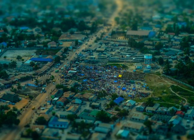 A street market in Dar es Salaam, Tanzania, fills up early in the morning. Photo by Matthias Ripp, licensed under (CC by 2.0).